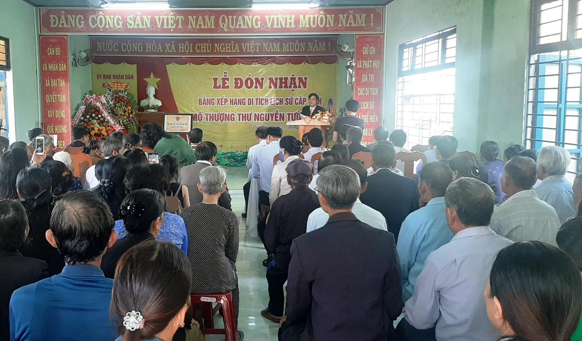 Lễ đón nhận Di tích lịch sử cấp tỉnh Mộ cụ Nguyễn Tường Vân tại xã Đại Tân. Ảnh: NHAN DUY
