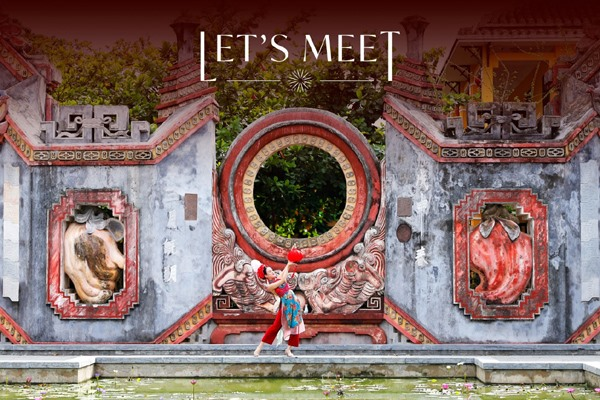 Besides, beautiful landscapes throughout Central Vietnam are also performed in his performance art.