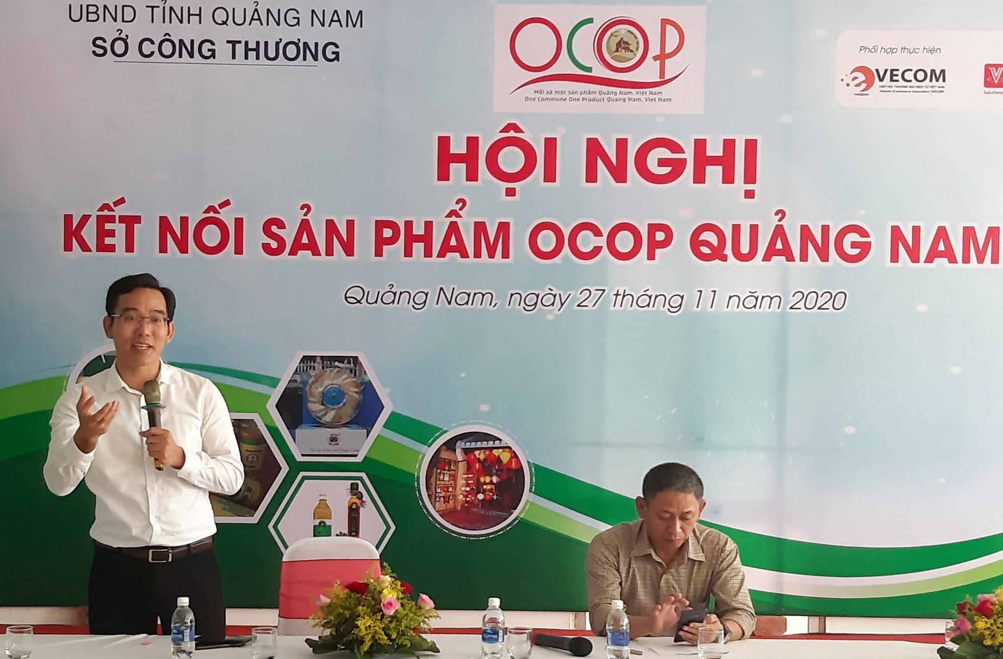 Chuyên gia trên lĩnh vực phát triển thị trường chia sẻ kinh nghiệm với các chủ thể sản phẩm OCOP. Ảnh: S.V