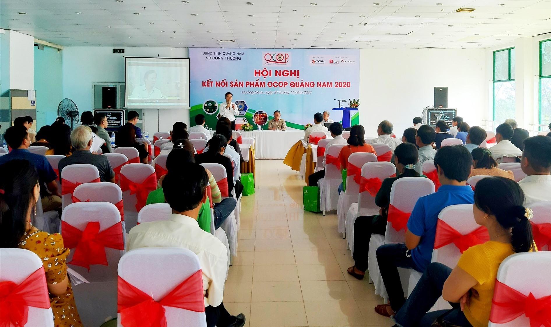 Quang cảnh hội nghị kết nối sản phẩm OCOP Quảng Nam năm 2020 diễn ra sáng nay 27.11. Ảnh: S.V