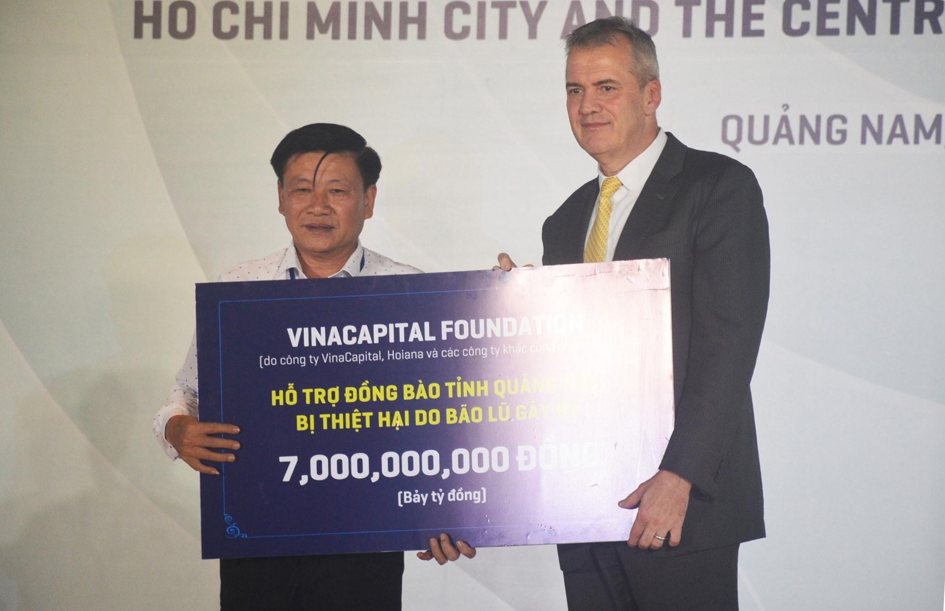 Tiếp nhận nguồn hỗ trợ 7 tỷ đồng từ VinaCapital Foundation. Ảnh: T.L