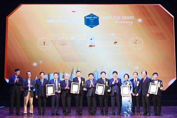 The Vietnam Smart City Awards 2020 honoured localities and firms for contributions to smart city development. (Photo courtesy of VINASA)