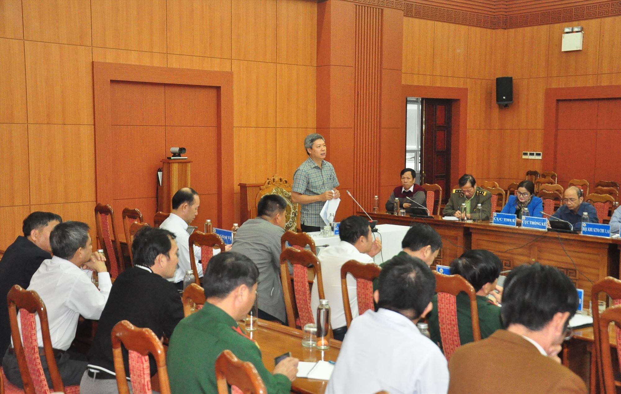Phó Chủ tịch UBND tỉnh Hồ Quang Bửu phát biểu tại cuộc họp. Ảnh: VINH ANH