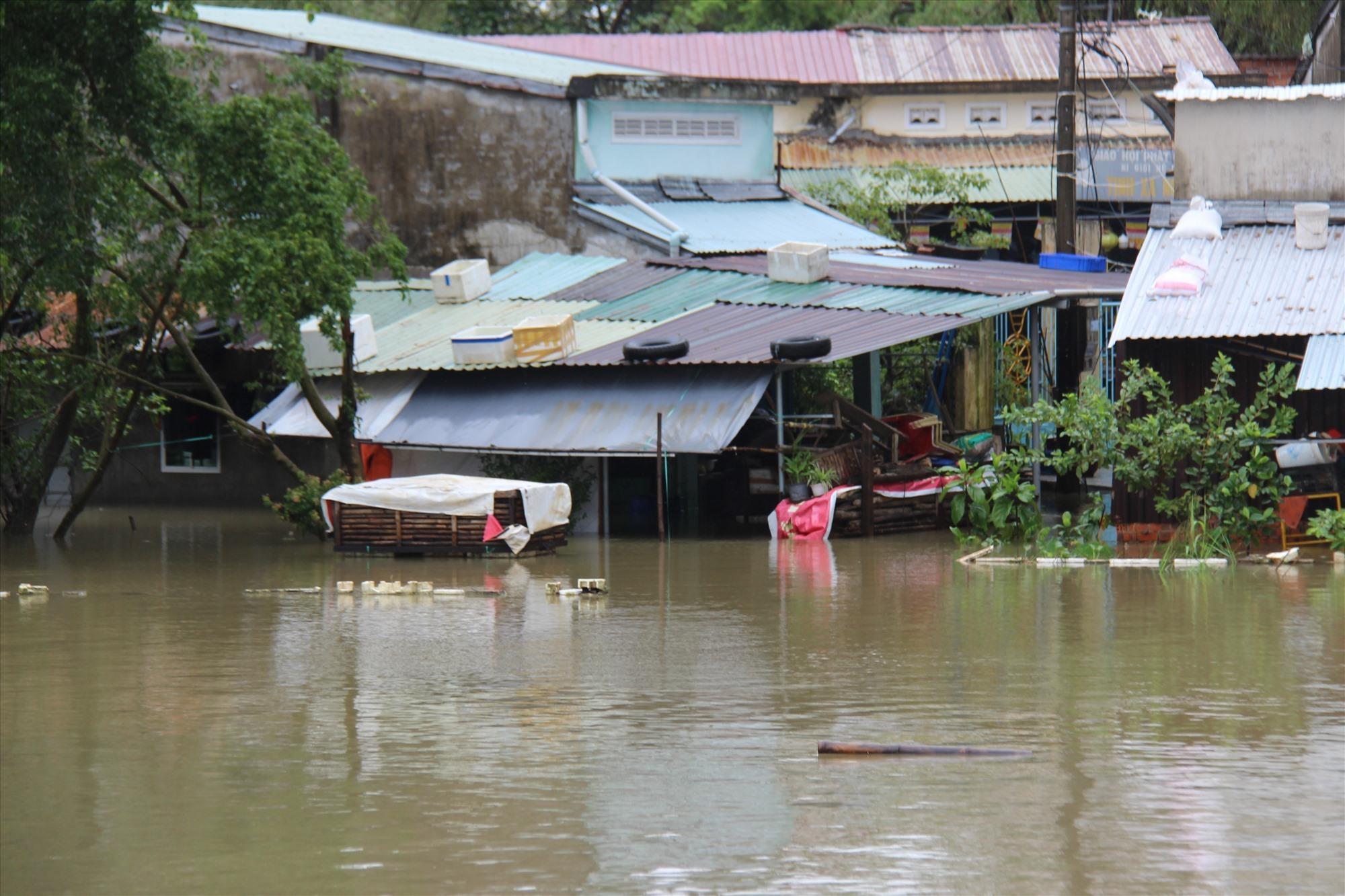 Khối phố 1, phường Phước Hòa chìm tronng nước. Ảnh: HOÀI AN