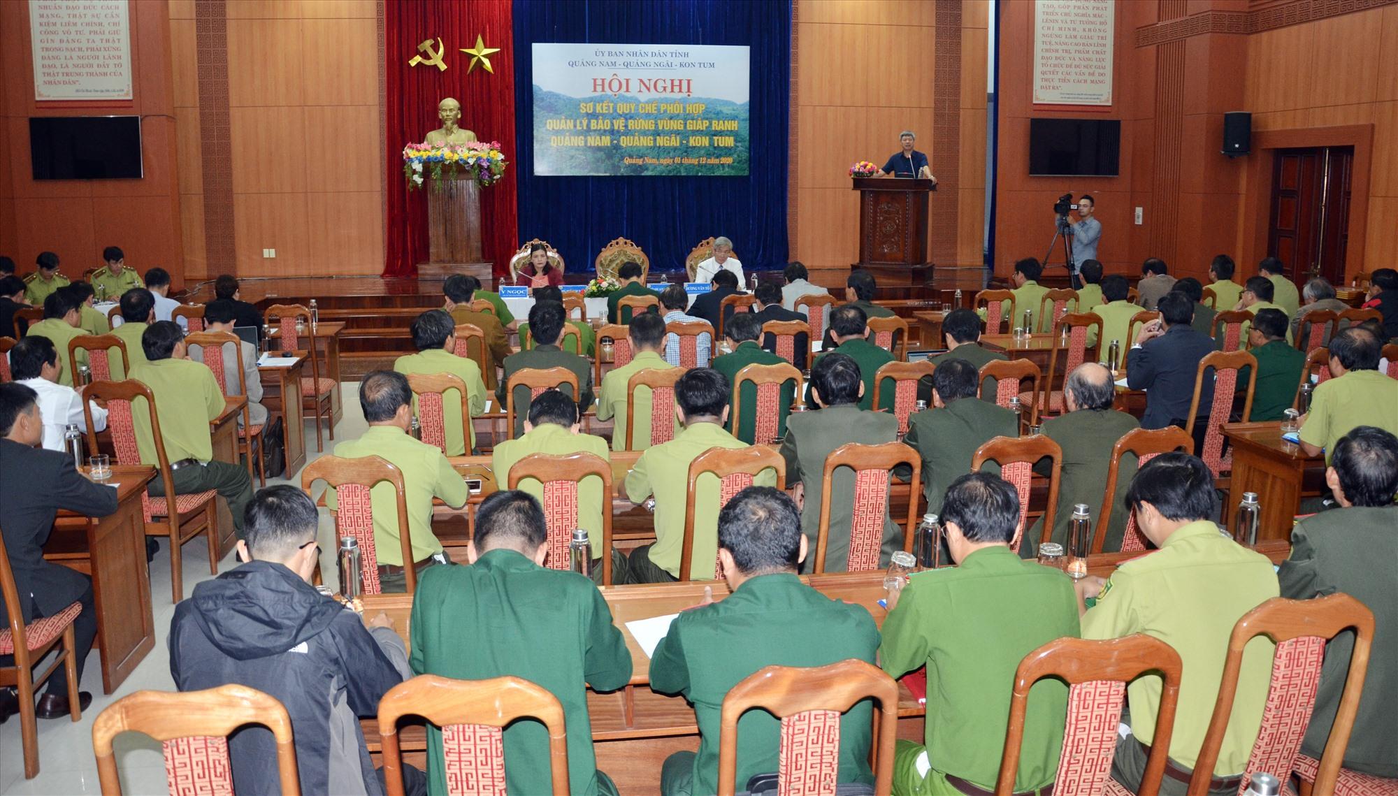 Quang cảnh hội nghị đánh giá quy chế phối hợp bảo vệ rừng vùng giáp ranh 3 tỉnh Quảng Nam, Quảng Ngãi và Kon Tum diễn ra hôm qua tại Tam Kỳ. Ảnh: H.P