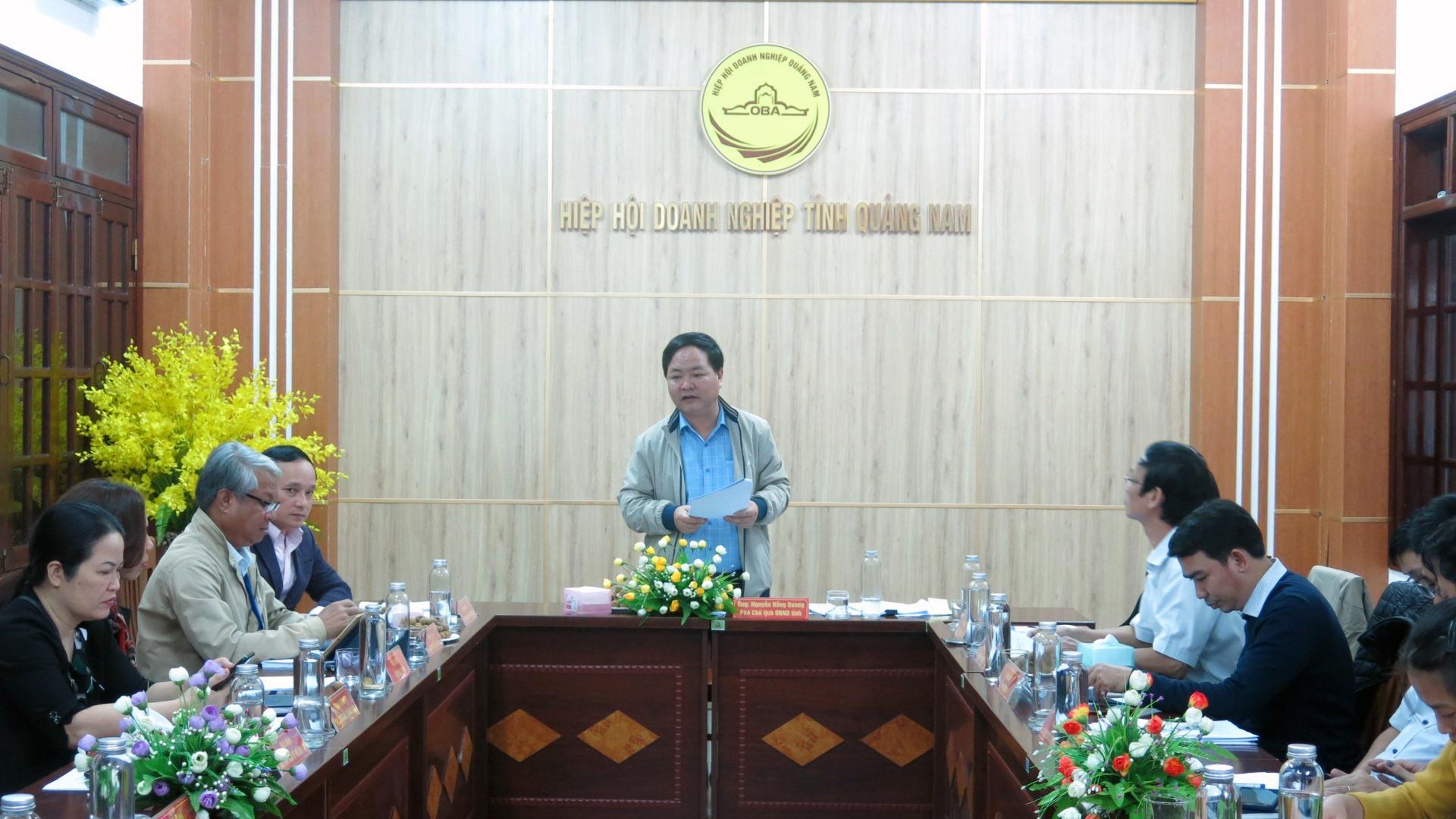 Phó Chủ tịch UBND tỉnh Nguyễn Hồng Quang chủ trì buổi tiếp xúc doanh nghiệp định kỳ vào hôm qua 10.12. Ảnh: T.D