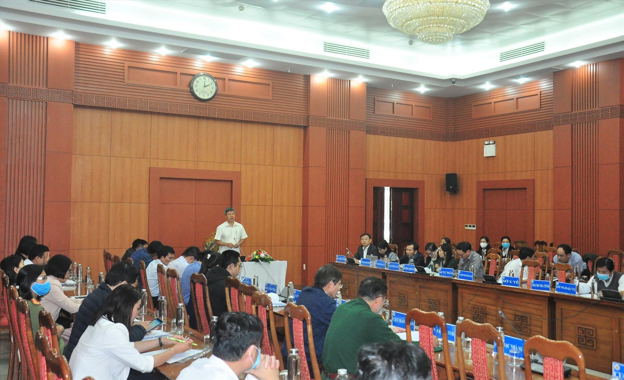 Phó Chủ tịch UBND tỉnh Hồ Quang Bửu phát biểu tại hội nghị. Ảnh: VINH ANH