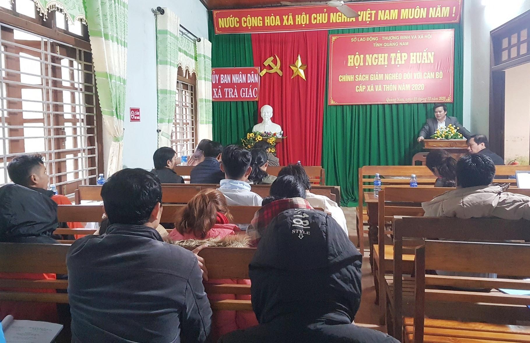 Hội nghị tập huấn chính sách giảm nghèo sáng nay tại xã Trà Giác. Ảnh: D.L