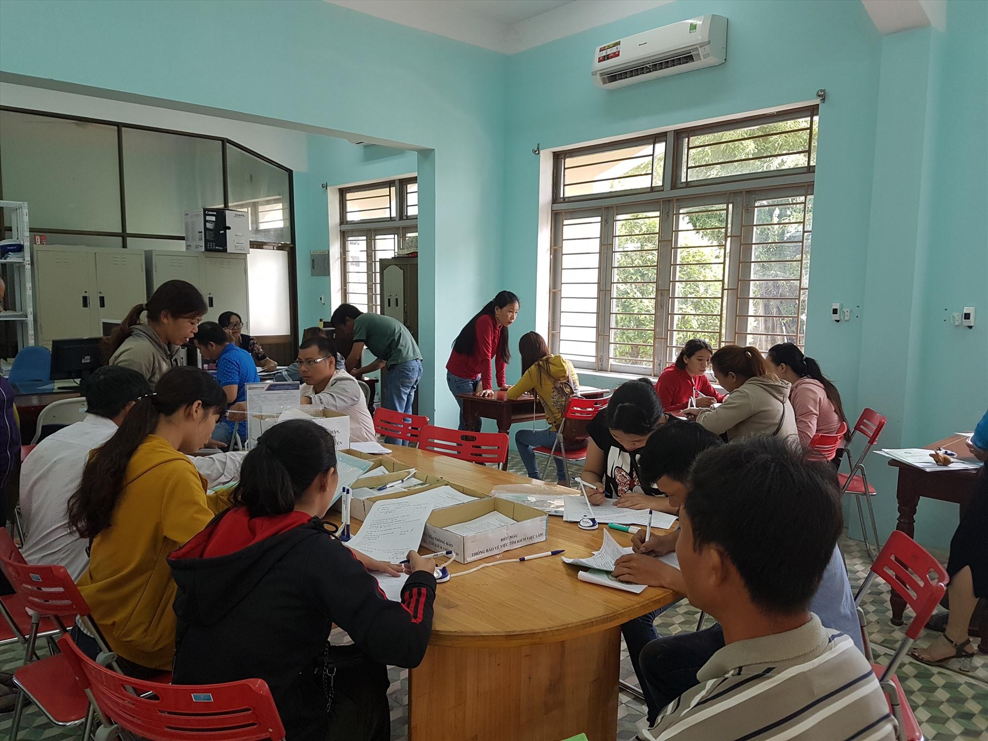 Sự phối hợp chặt chẽ giữa BHXH tỉnh và Trung tâm Dịch vụ việc làm tỉnh đã giải quyết chế độ BHTN cho người lao động kịp thời. Ảnh: D.L