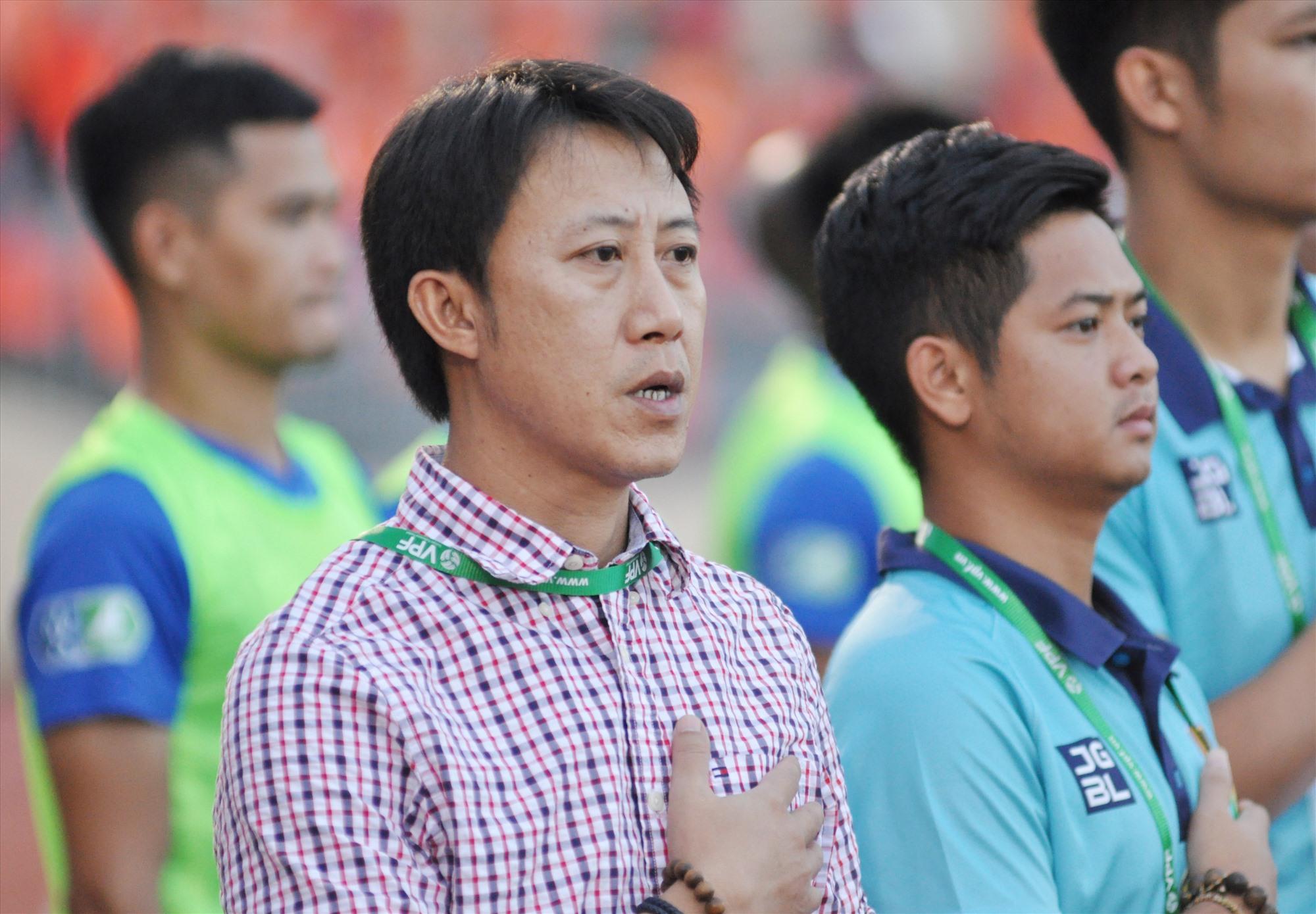 HLV Nguyễn Thành Công rất quyết tâm đưa Quảng Nam trở lại V-League.