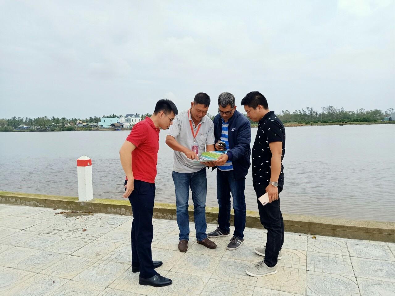 Khách hàng tham quan và giao dịch tại dự án Chu Lai Riverside