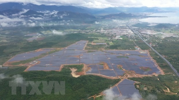 A 2.4 trillion VND (104.5 million USD) solar power plant was inaugurated in Van Ninh district, the central province of Khanh Hoa, on December 26. (Photo: VNA)