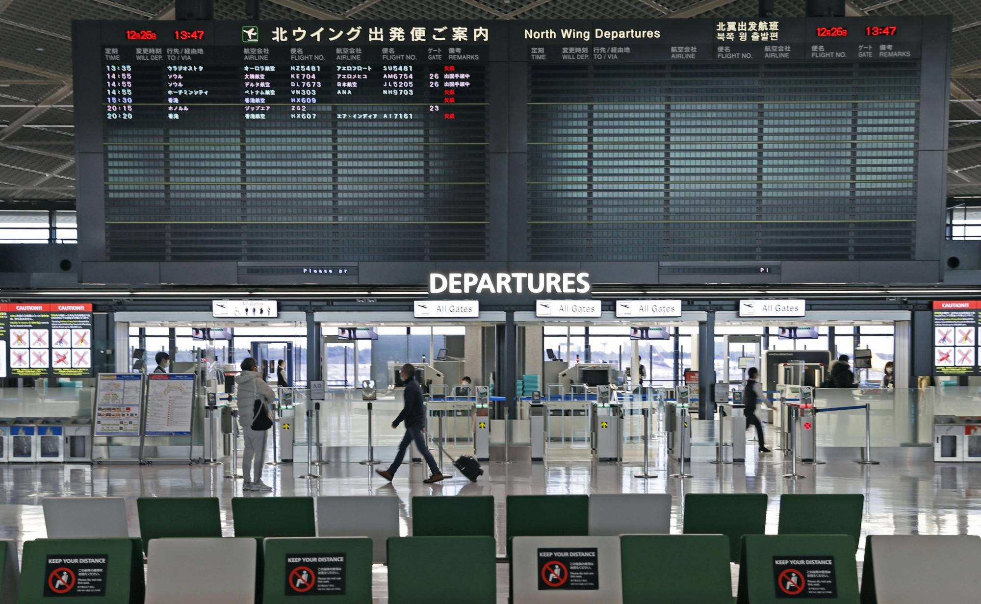 Không khí trầm lắng tại một sân bay ở Nhật Bản. Ảnh:KYODO