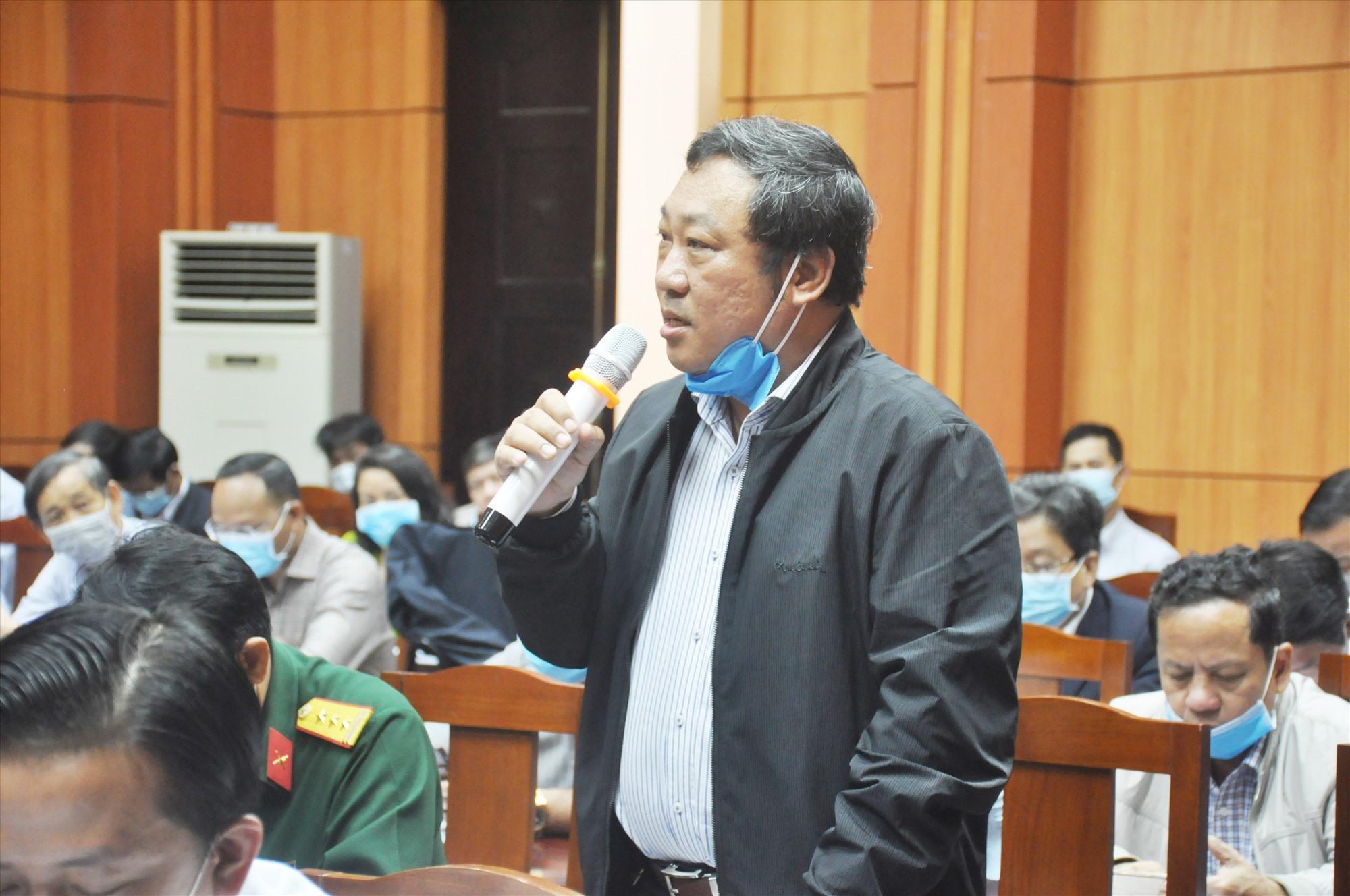 Đại biểu thảo luận tại Hội nghị Tỉnh ủy lần thứ 2. Ảnh: N.Đ