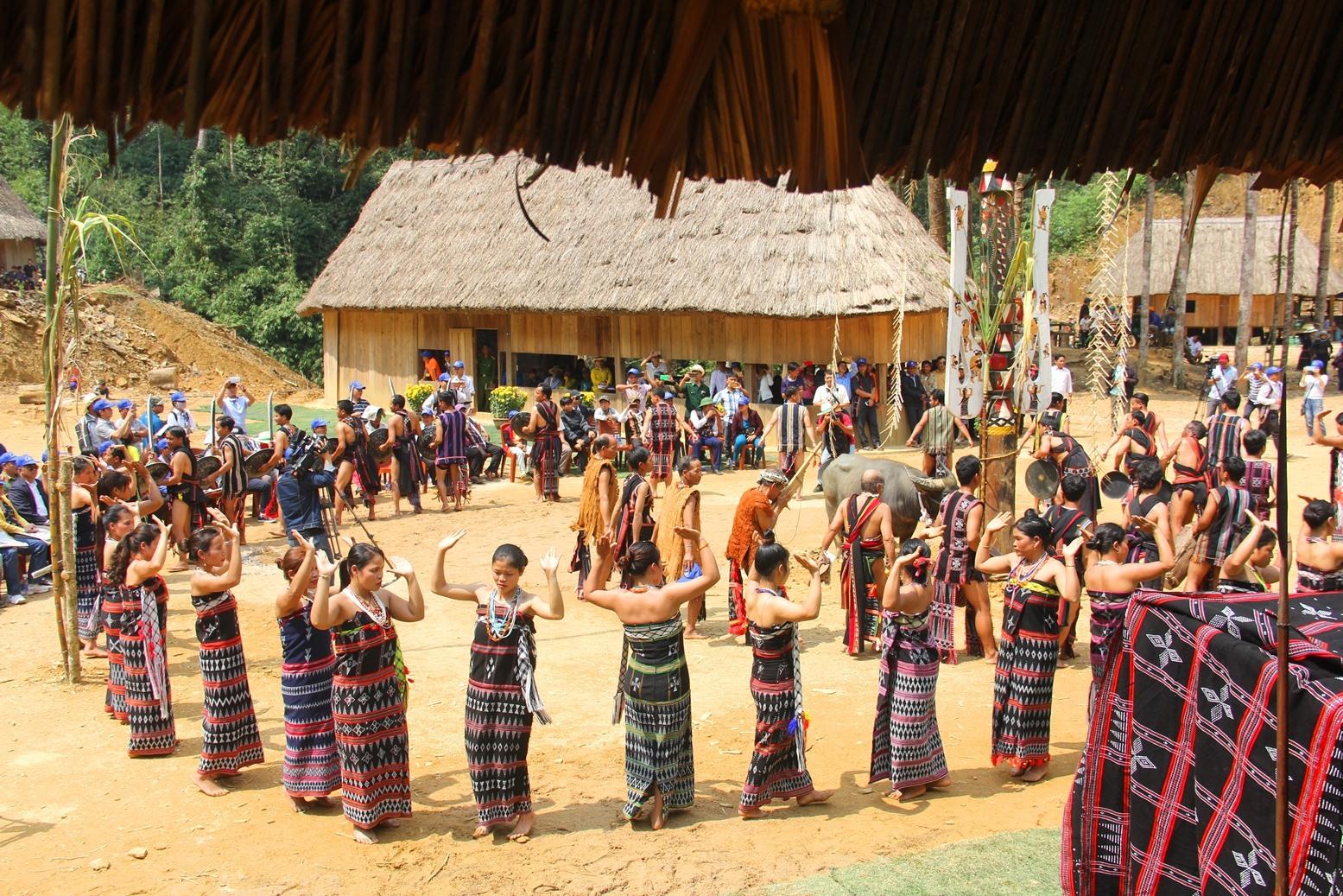 Văn hóa bản địa đặc trưng chính là dư địa cần được khai phóng để thúc đẩy du lịch vùng cao Quảng Nam. Ảnh: N.T