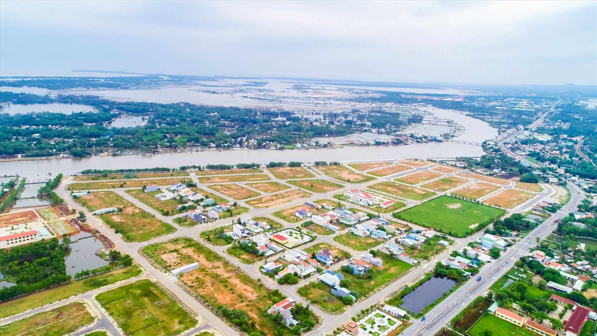 Chu Lai Riverside được quy hoạch là khu đô thị phụ trợ cho Khu kinh tế mở Chu Lai, sân bay Chu Lai với các loại hình bất động sản công nghiệp, du lịch nghỉ dưỡng.
