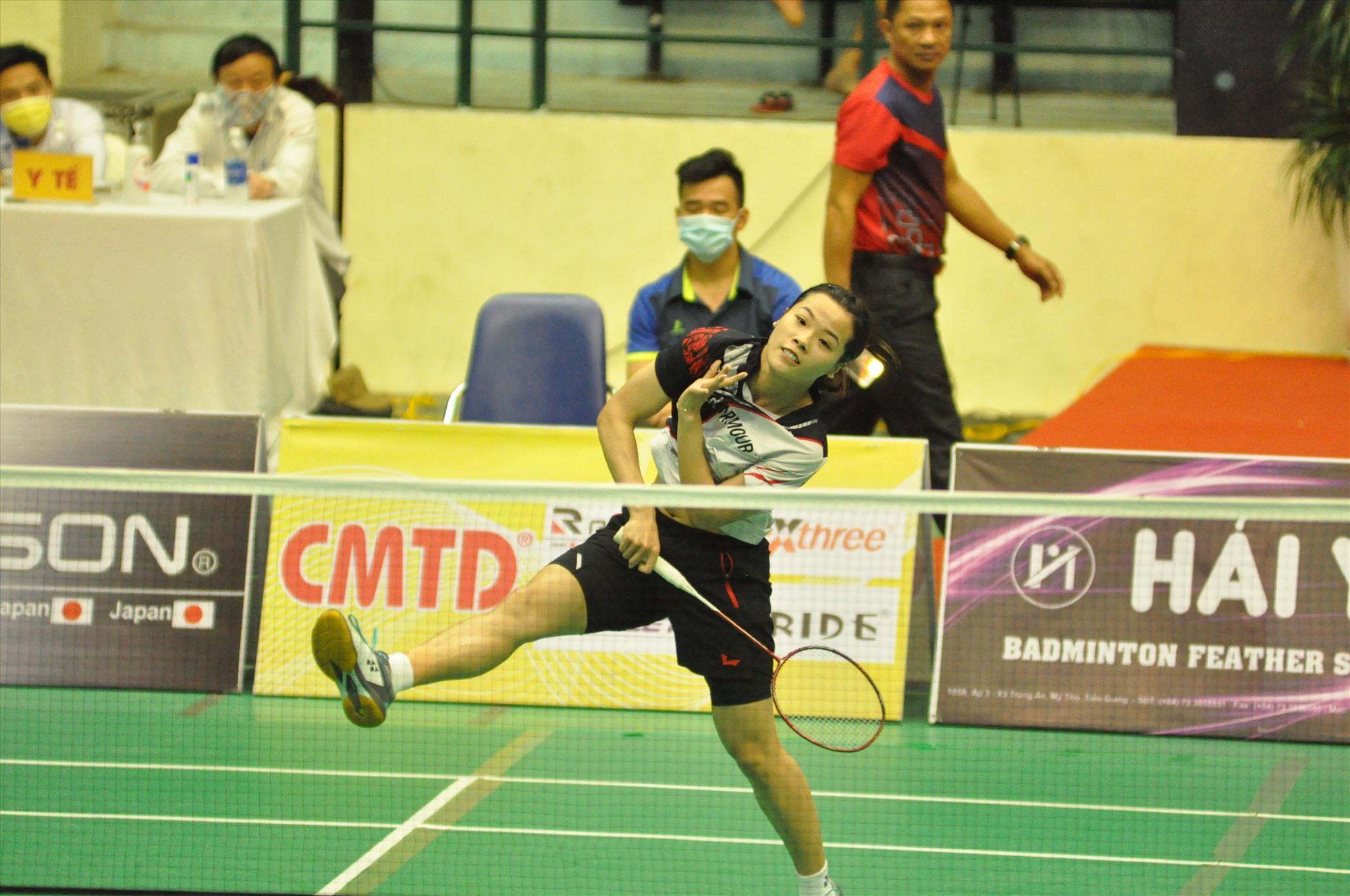 Tay vợt Nguyễn Thùy Linh xuất sắc giành chức vô địch nội dung đơn nữ. Ảnh: T.V