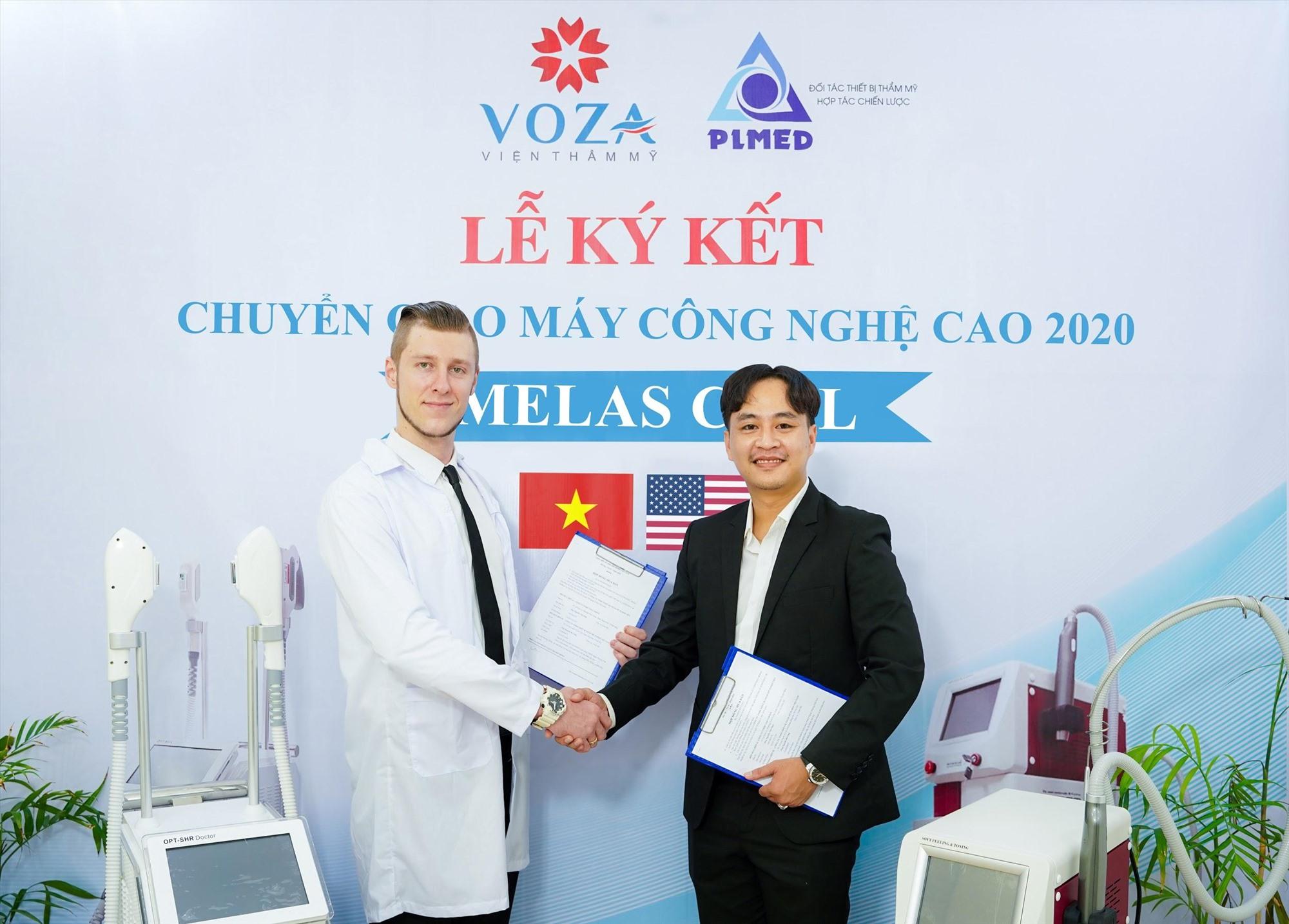 Ông Michael Tirant và ông Nguyễn Văn Nhựt hoàn tất quá trình chuyển giao công nghệ điều trị Nám Melas Cell