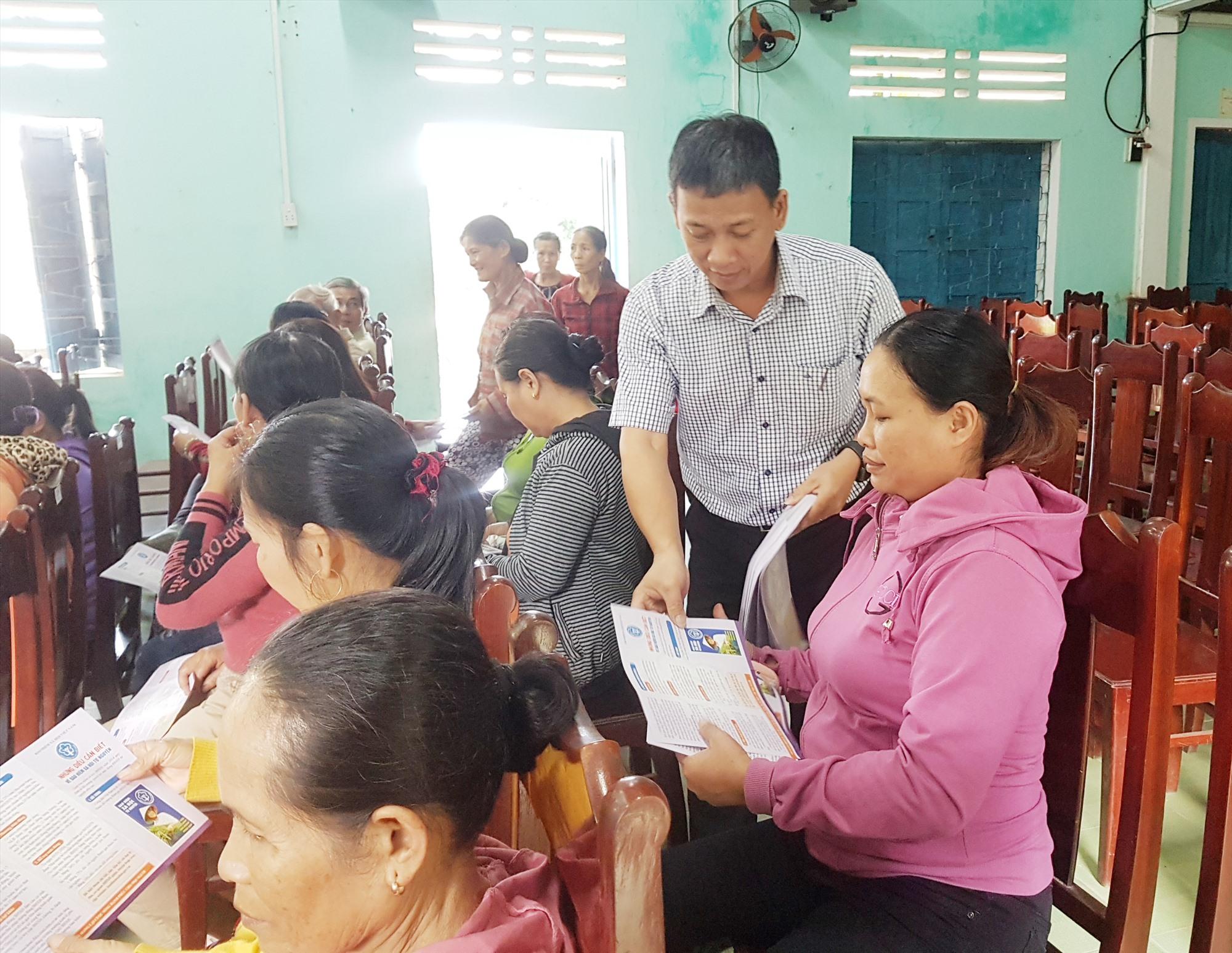 Hàng loạt buổi tuyên truyền chính sách BHXH tự nguyện đã được tổ chức trong toàn tỉnh để đưa chính sách đến người dân. Ảnh: D.L