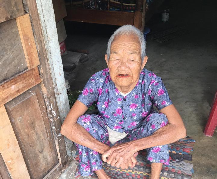 Cụ Nguyễn Thị Thúy sống neo đơn trong cảnh khó khăn. Ảnh: B.NGUYÊN