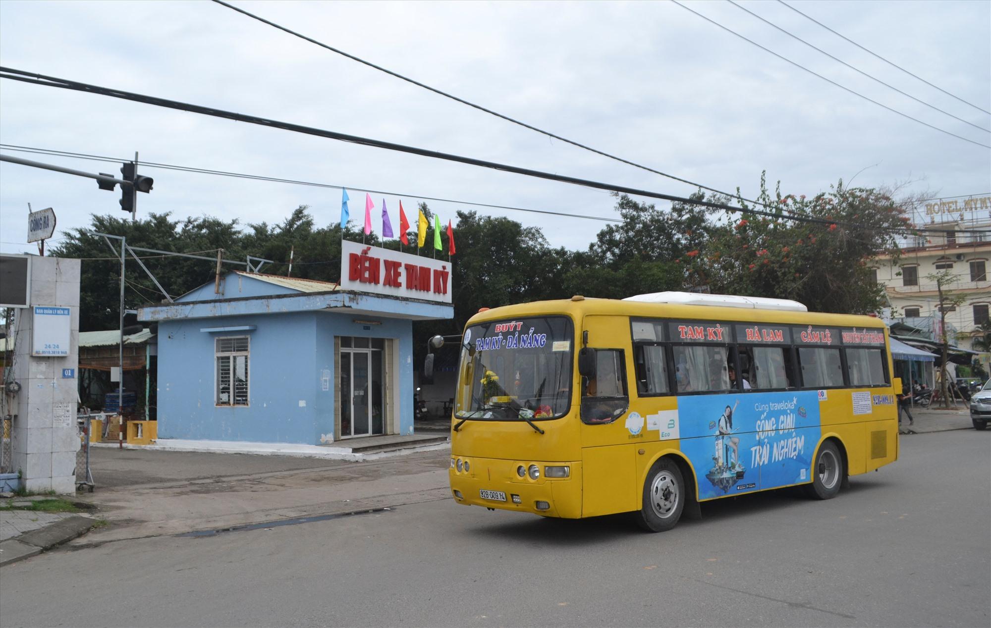 Các doanh nghiệp, kể cả người dân đang lo lắng trước việc TP.Đà Nẵng sẽ không cho xe buýt Tam Kỳ - Đà Nẵng vào nội thành. Ảnh: C.T