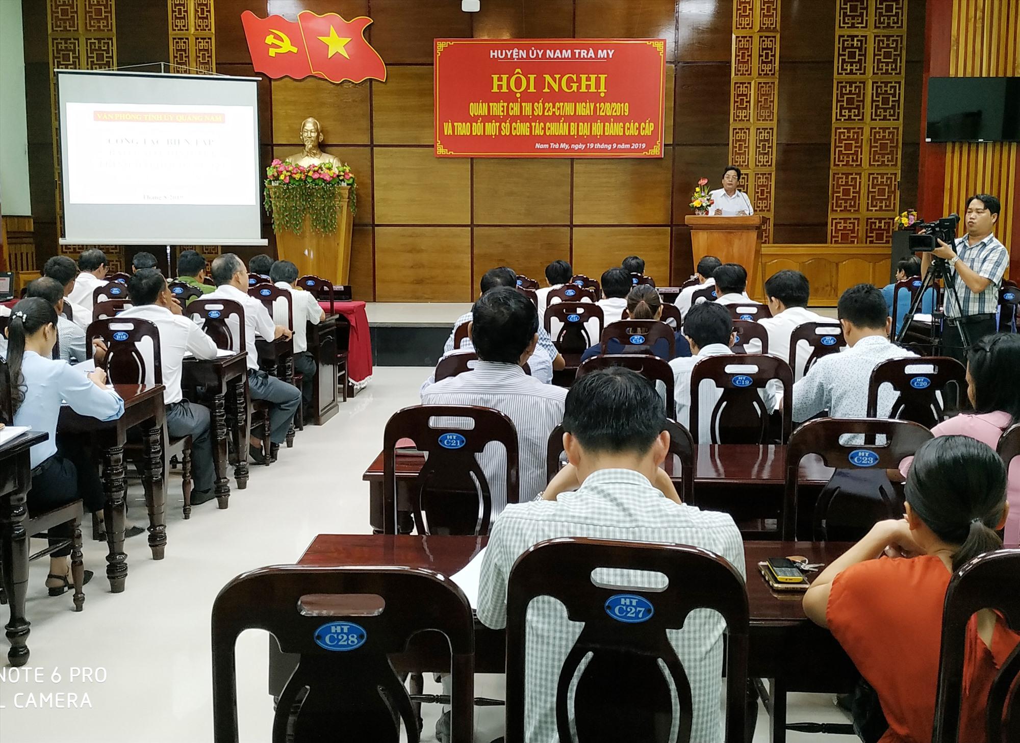 Ban Thường vụ Huyện ủy Nam Trà My tổ chức hội nghị quán triệt, triển khai nội dung chuẩn bị đại hội đảng các cấp. Ảnh: MỸ HẠNH