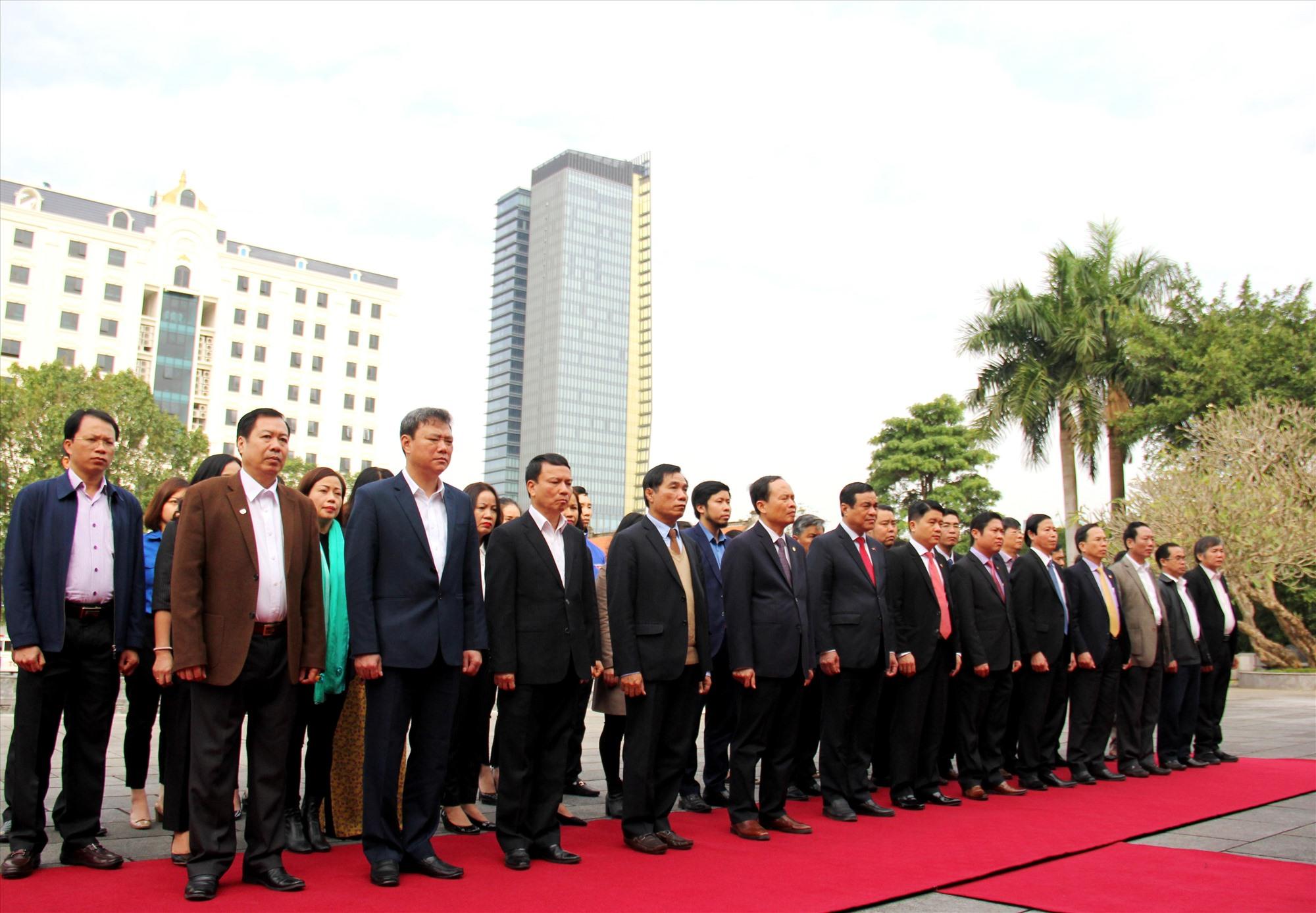 Lãnh đạo hai tỉnh Quảng Nam - Thanh Hóa đến viếng và đặt vòng hoa tại Khu văn hóa tưởng niệm Chủ tịch Hồ Chí Minh. Ảnh: A.N