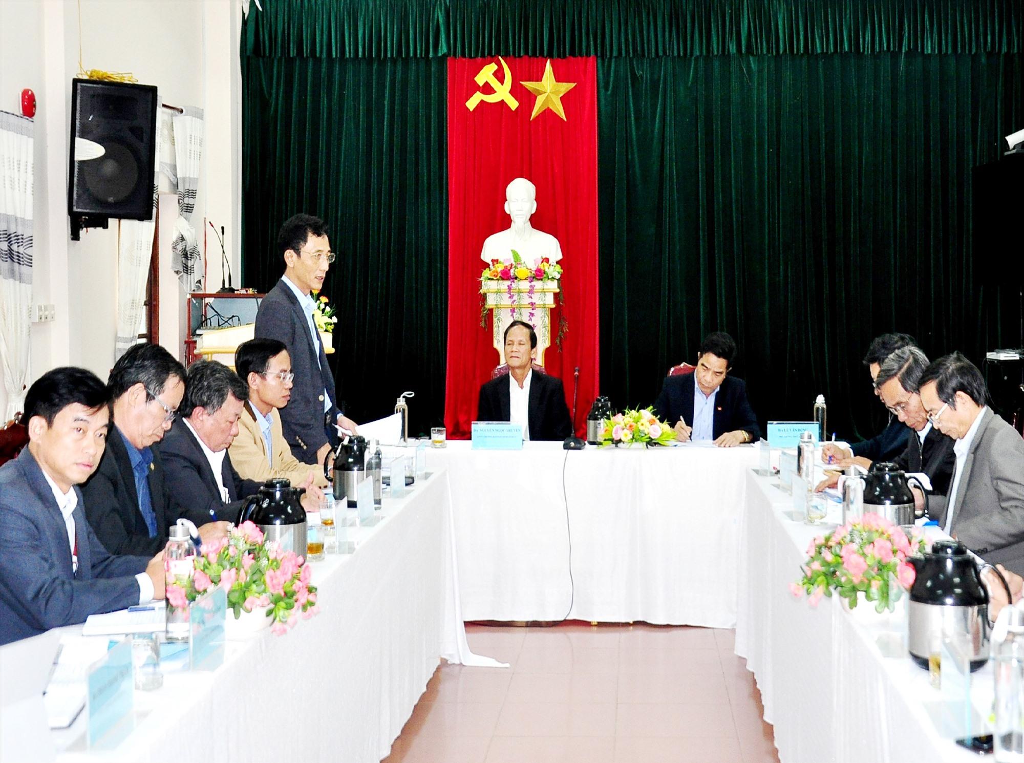 Đoàn công tác của Tỉnh ủy làm việc với Ban Thường vụ Huyện ủy Phú Ninh về công tác chuẩn bị Đại hội Đảng các cấp nhiệm kỳ 2020 - 2025. Ảnh: V.A