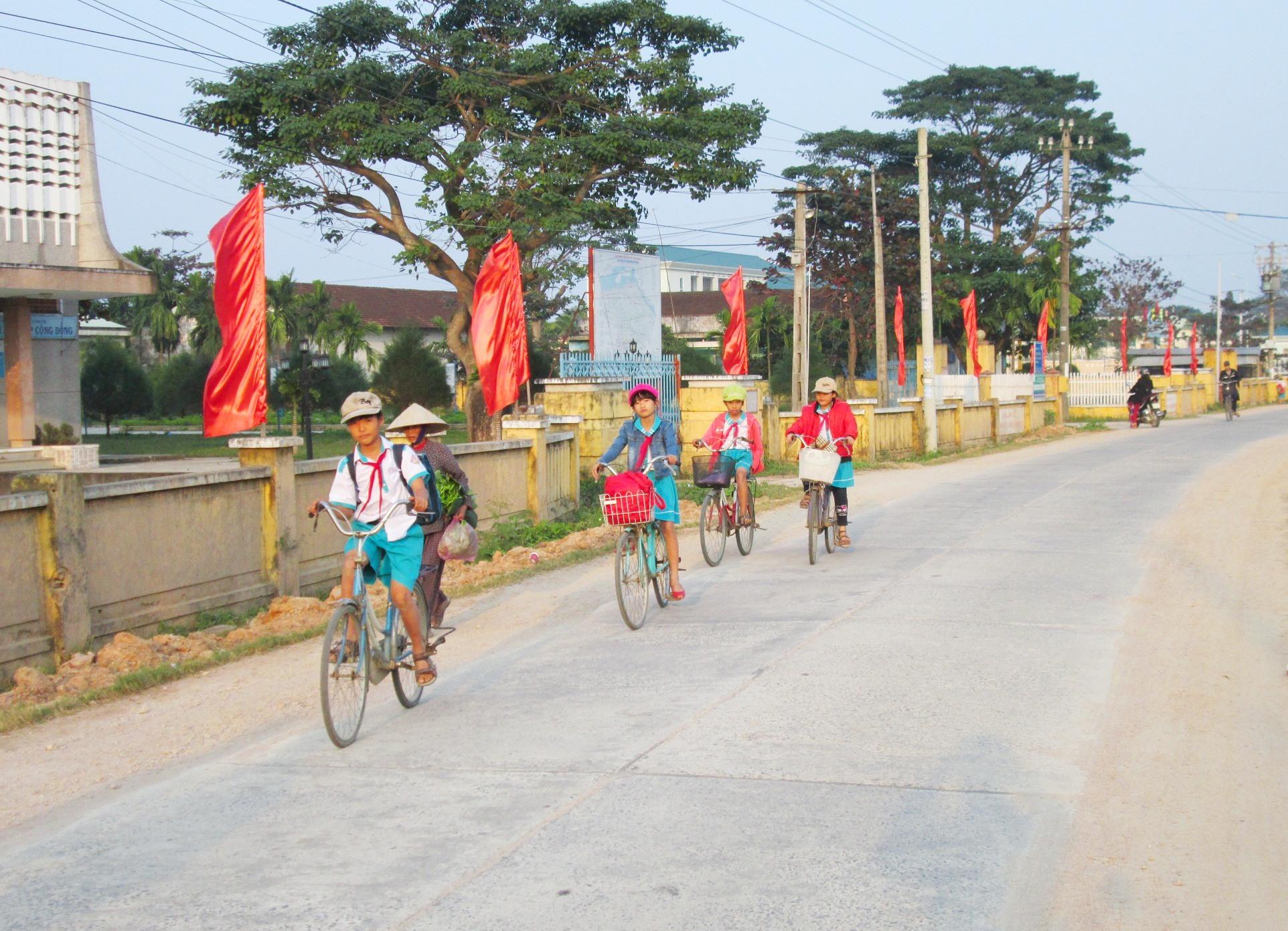 Hạ tầng giao thông của Duy Xuyên đã được quan tâm đầu tư khang trang, sạch đẹp. Ảnh: V.SỰ