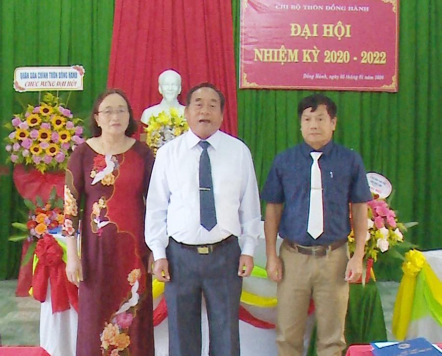 Ông Nguyễn Văn Lý (giữa) vừa nghỉ hưu đã nhận nhiệm vụ Bí thư Chi bộ thôn Đồng Hành, xã Tam Ngọc.