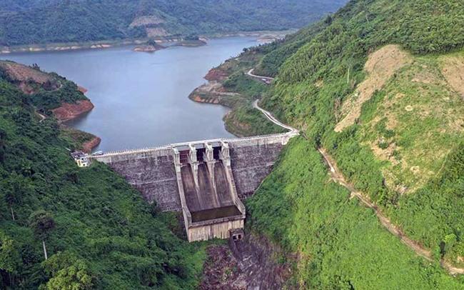 Lượng nước ở hồ thủy điện A Vương chỉ đạt khoảng 30% dung tích, thiếu gần 170 triệu mét khối nước. Ảnh: Đ.H