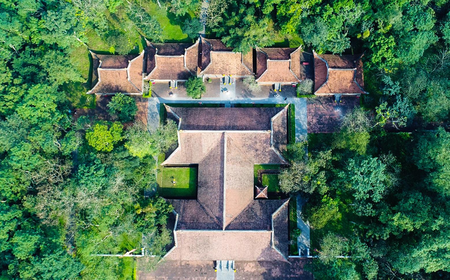 Quần thể di tích Lam Kinh nhìn từ trên cao.