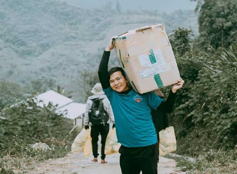 Phan Văn Đức trong một chuyến tình nguyện vùng cao.