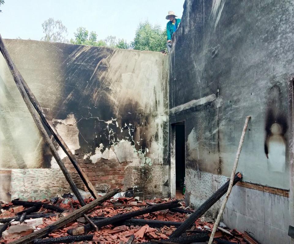Căn nhà của chị Lê Thị Thịnh bị cháy rụi.