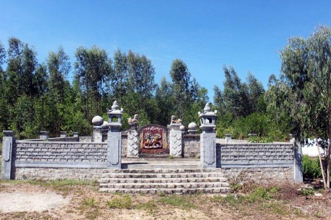 Mộ Nguyễn Phúc Kỳ ở Duy Xuyên.