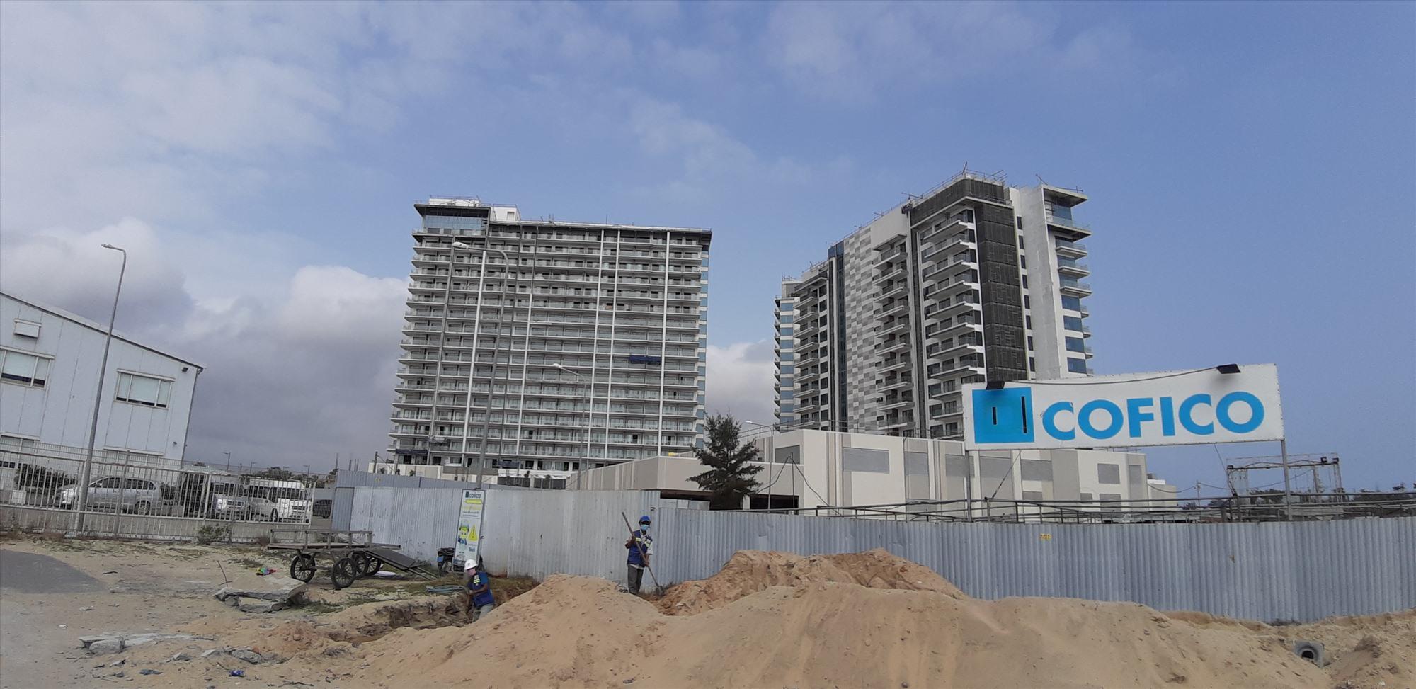 Dự án Khu nghỉ dưỡng Nam Hội An đang gấp rút đẩy nhanh tiến độ thi công.  Ảnh: HOÀI NHI