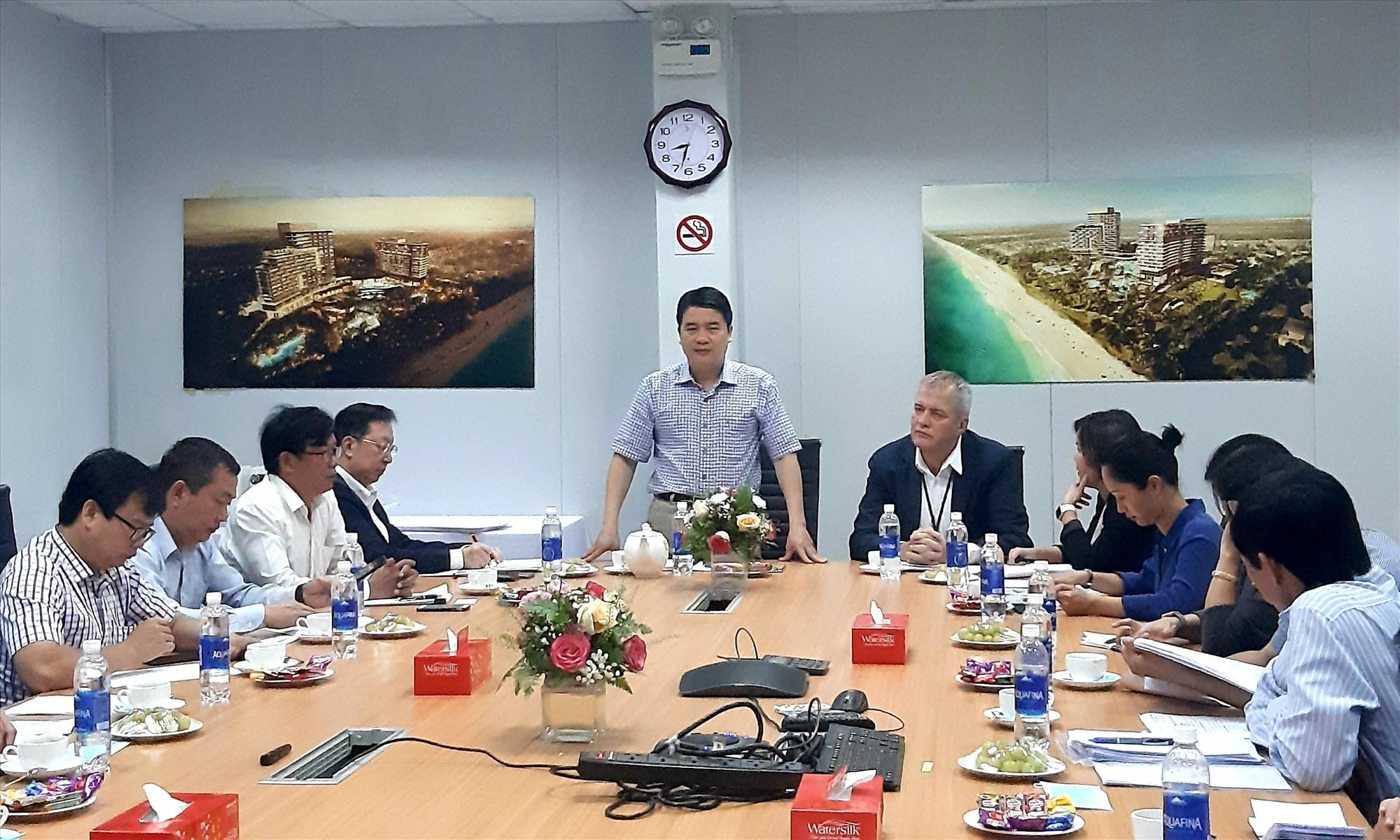Phó Chủ tịch UBND tỉnh Trần Văn Tân phát biểu tại cuộc làm việc với lãnh đạo Công ty TNHH Phát triển Nam Hội An vào sáng nay 6.3.   Ảnh: HOÀI NHI