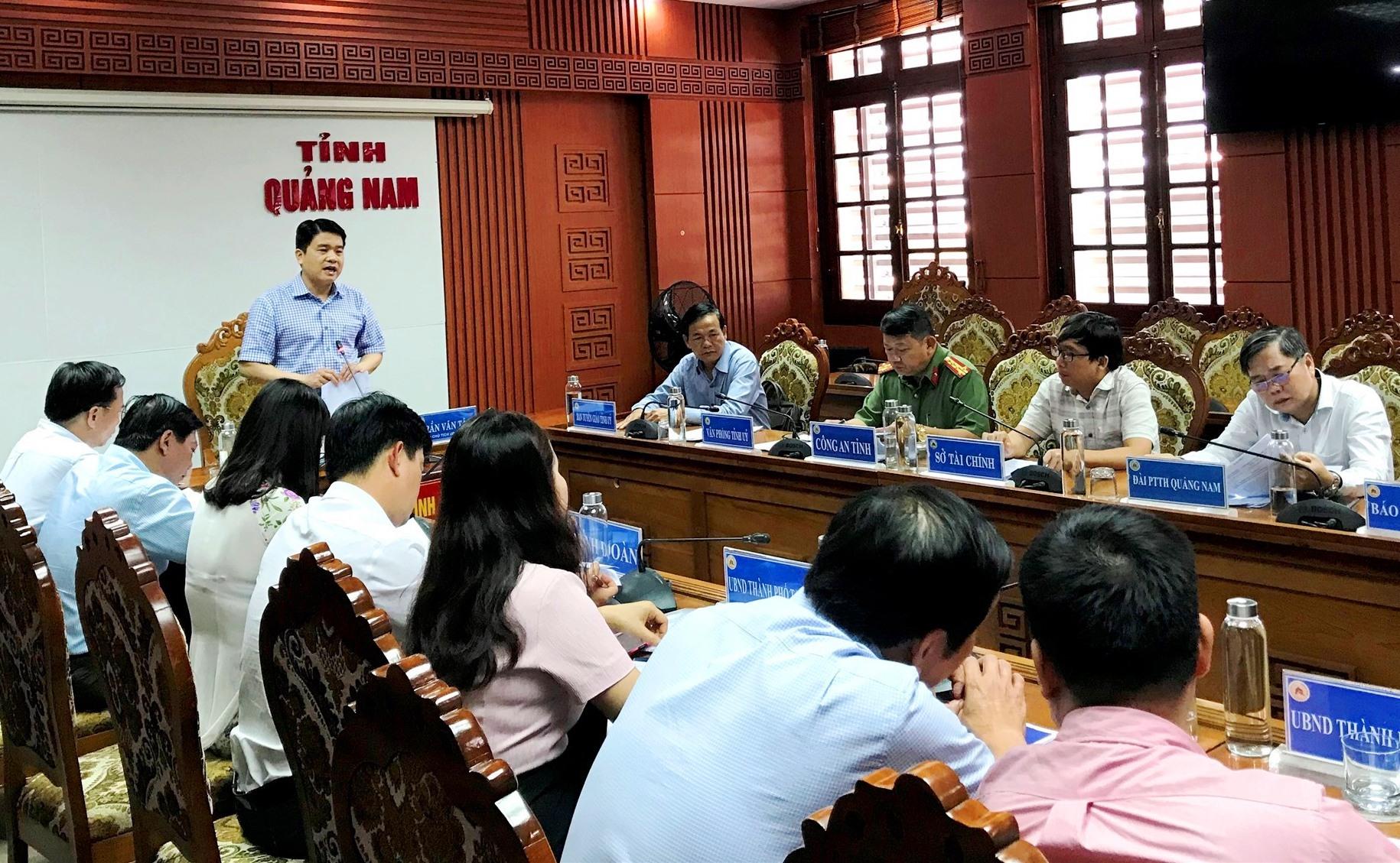Phó Chủ tịch UBND tỉnh Trần Văn Tân phát biểu tại cuộc họp. Ảnh: V.A