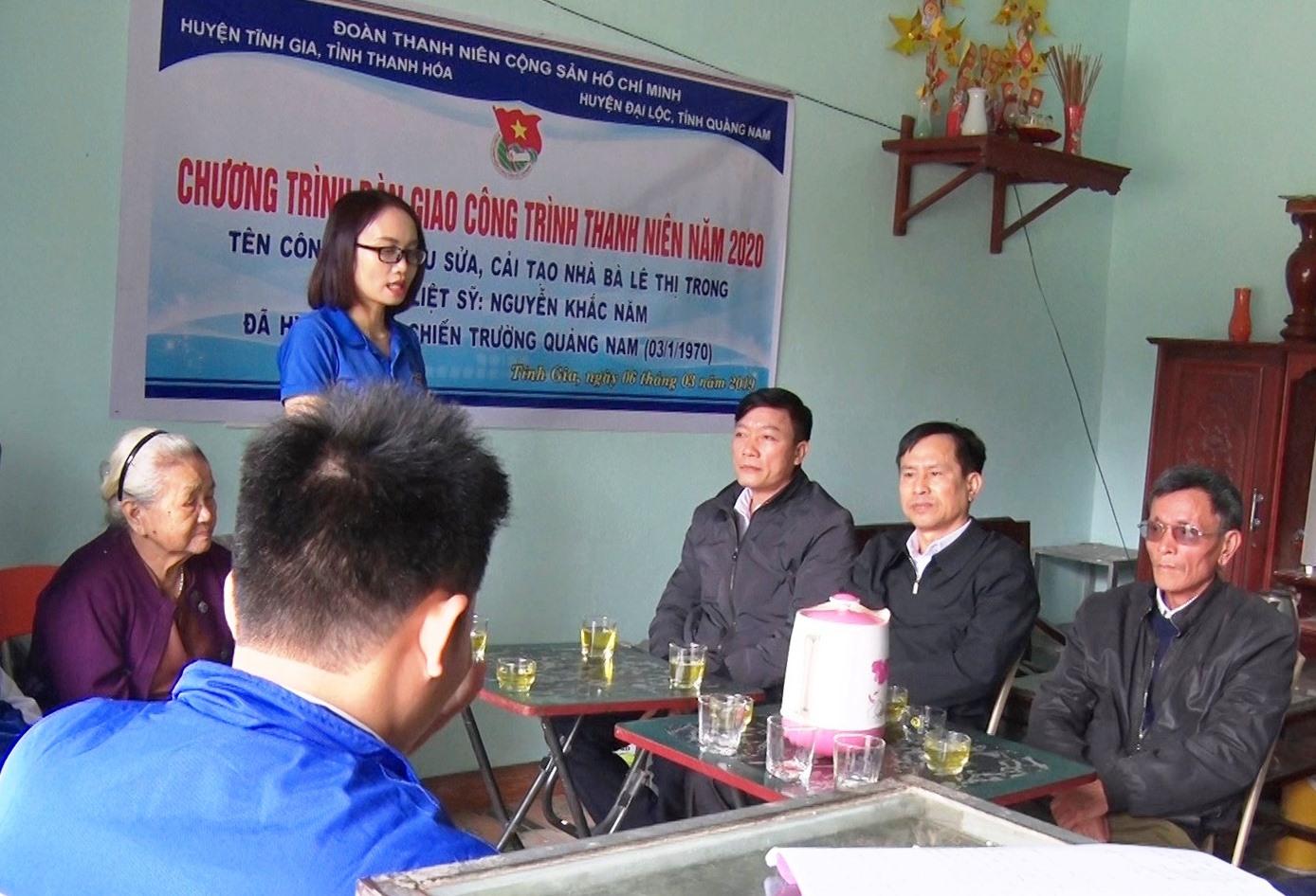 tổ chức bàn giao công trình thanh niên: Tu sửa nhà cho bà Lê Thị Trong