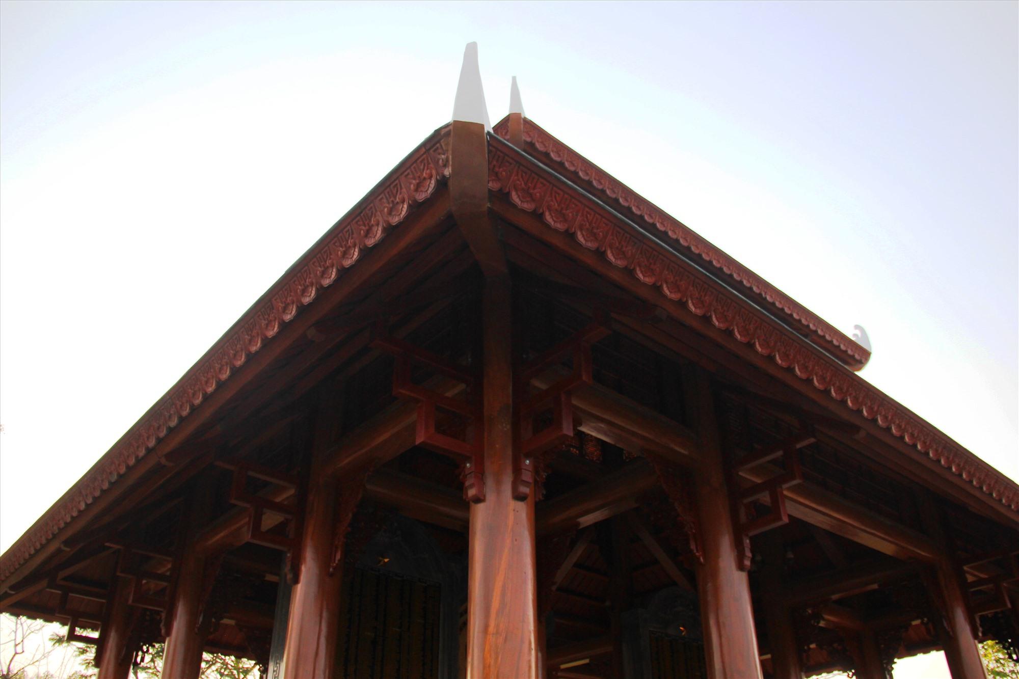 Theo thiết kế, công trình được xây dựng với số lượng khoảng 100 tấn đá, cùng 25 khối gỗ lim. Ảnh: A.N