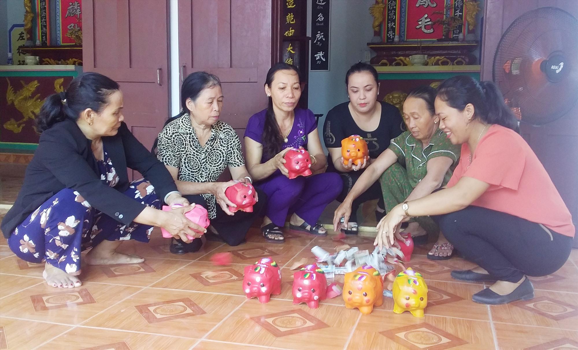 Nhiều mô hình tiết kiệm học tập theo tấm gương Bác đã phát huy hiệu quả, giúp đỡ phụ nữ nghèo. Ảnh: Giang Biên