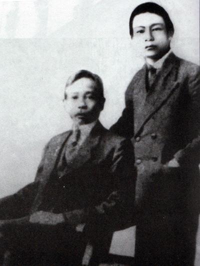Phan Châu Dật và cha tại Paris.