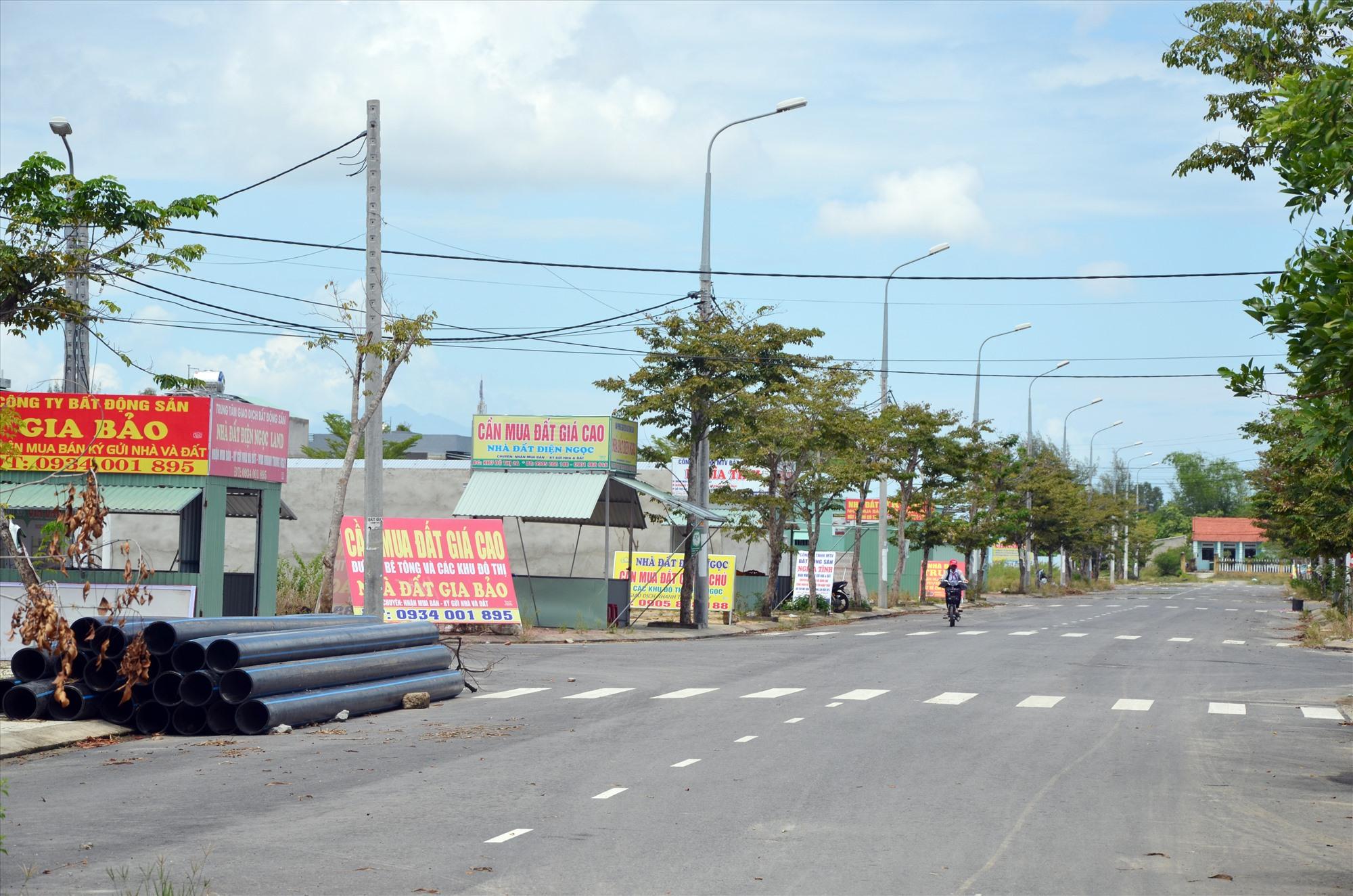 Giao dịch đất đai ở phường Điện Ngọc (thị xã Điện Bàn) diễn ra rầm rộ hồi đầu năm 2019. Ảnh: N.T