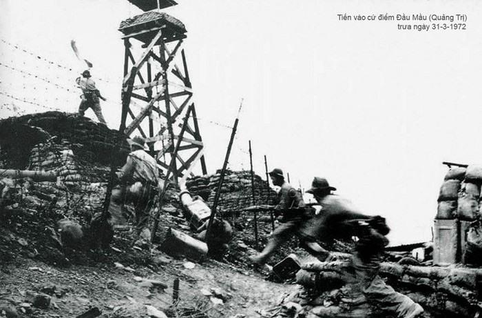 Quân Giải phóng tiến vào cứ điểm Đầu Mầu, tỉnh Quảng Trị trưa 31.3.1972.