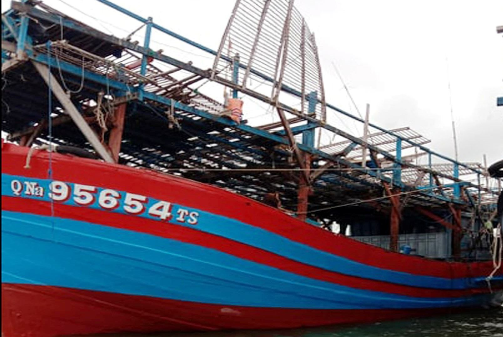 Tàu bị nạn trước khi xuất bến