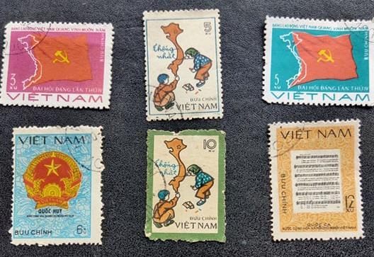 Những con tem đầu tiên do Việt Nam phát hành.