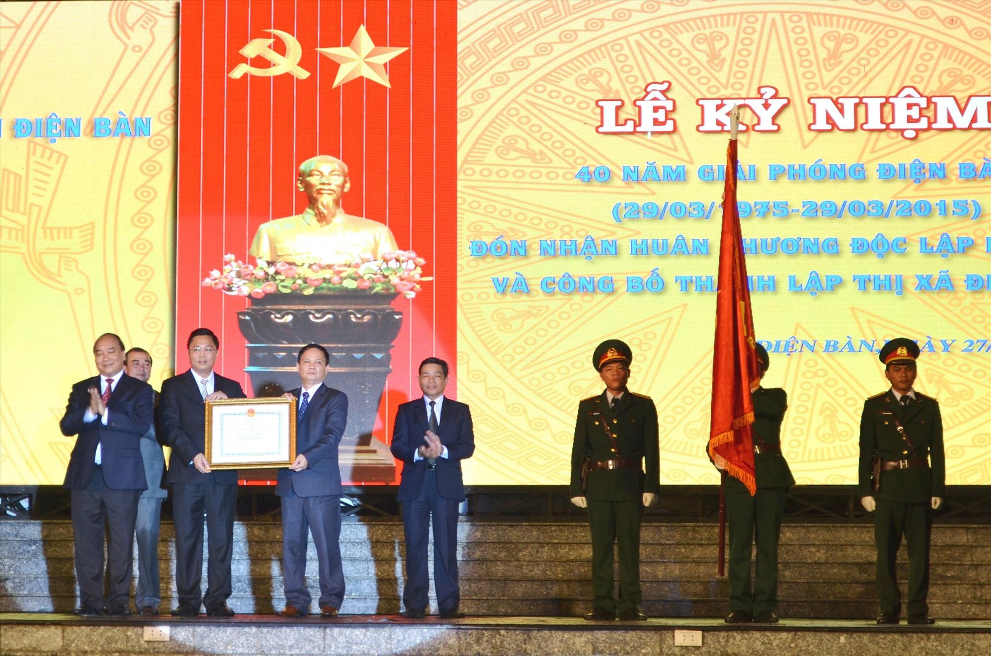 """Điện Bàn được trao tặng """"Huân chương Độc lập hạng Nhì"""" và công bố trở thành thị xã năm 2015.Ảnh: C.T"""