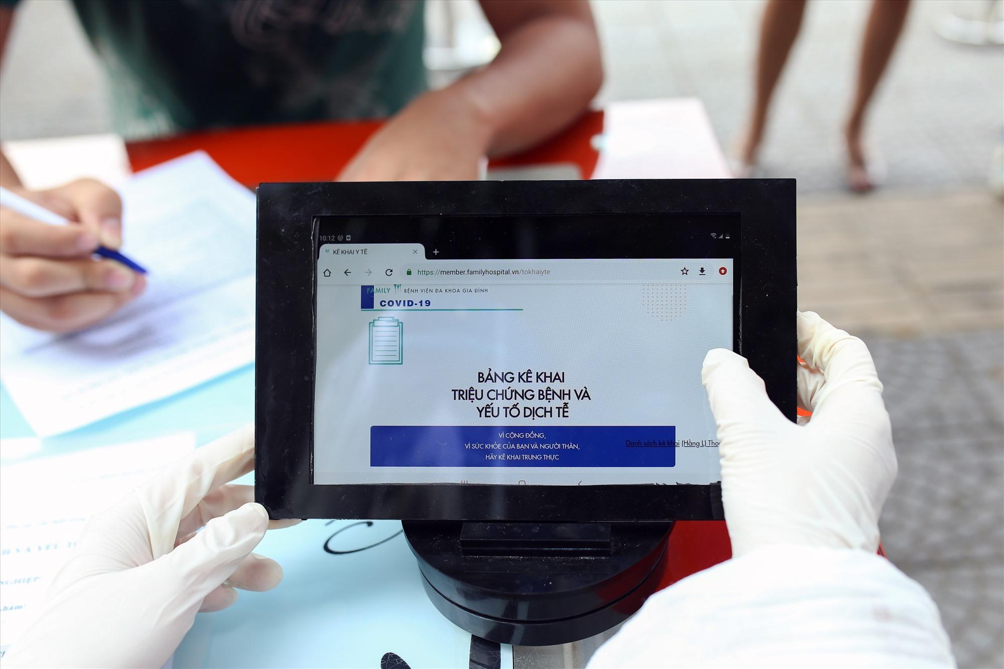 Thông qua ứng dụng, website khai báo y tế , việc theo dõi thông tin bệnh nhân được kiểm soát và lưu trữ dễ dàng