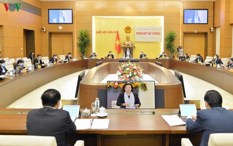 Ủy ban Thường vụ Quốc hội đã tiến hành phiên họp bất thường dưới sự chủ trì của Chủ tịch Quốc hội Nguyễn Thị Kim Ngân