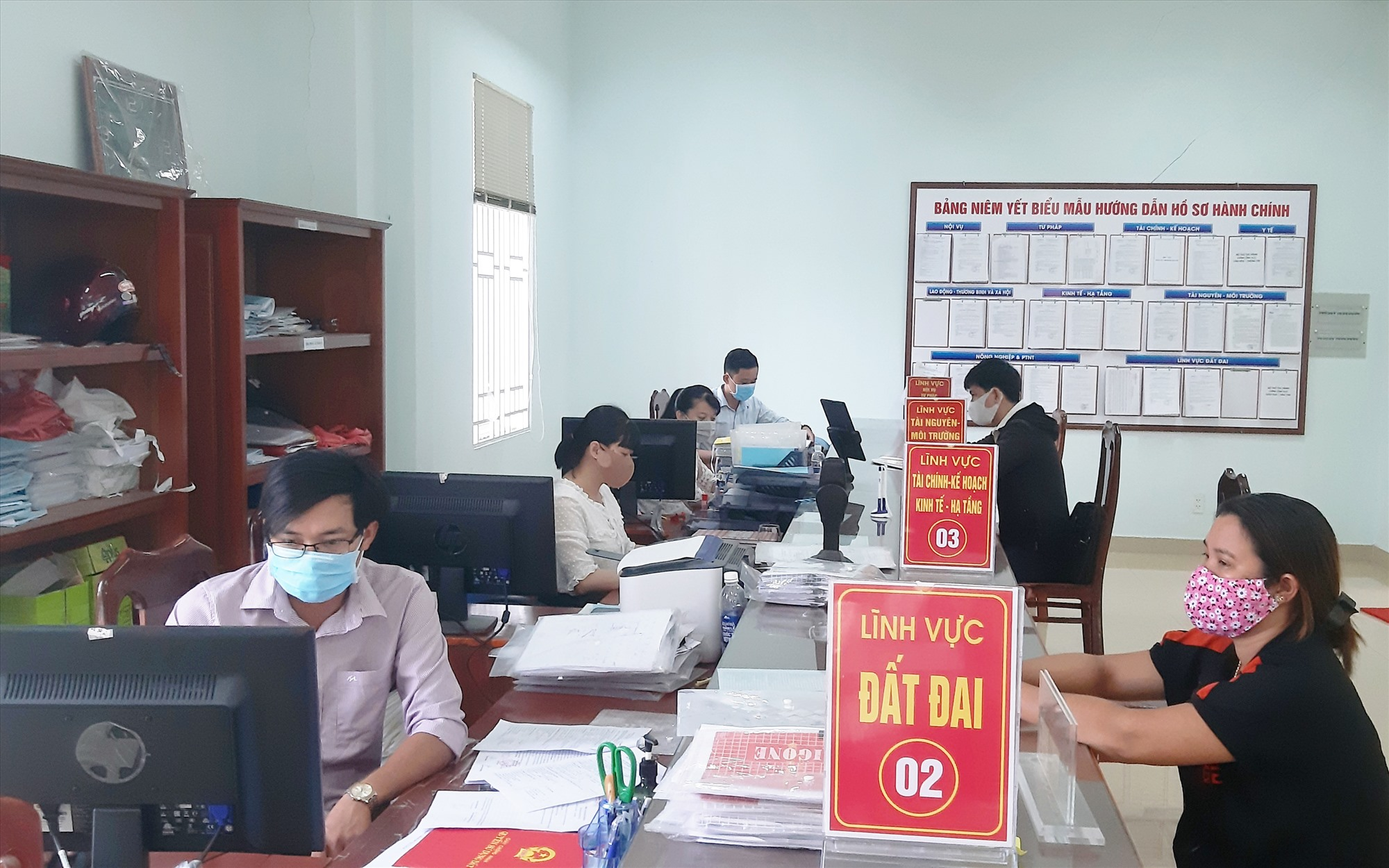 Đội ngũ cán bộ huyện Duy Xuyên luôn nỗ lực hoàn thành tốt nhiệm vụ được giao. Ảnh: HOÀI NHI